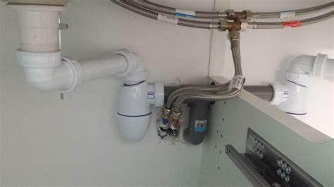 pose des bloc portes montage et raccord des vasques r 233 alisation des joints silicone st