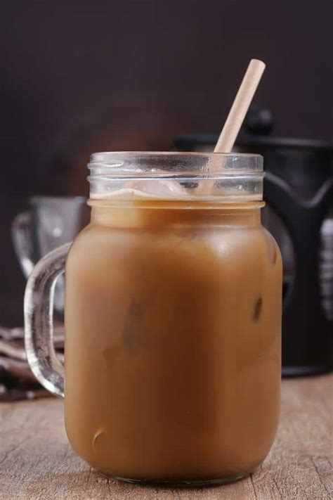 If you love coffee, but don't like drinking it on a hot summer day, you can still get your craving of coffee with this easy iced coffee recipe. Keto Iced Coffee! Low Carb Iced Vanilla Latte Coffee Idea - Quick & Easy Ketogenic Diet Recipe ...
