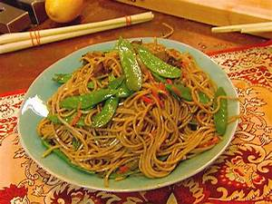 Chow Mein vs, Lo Mein - The Noodle House