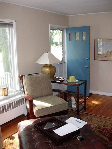 Doors To Living Room by How To Decorate A Living Room That The Front Door Opens