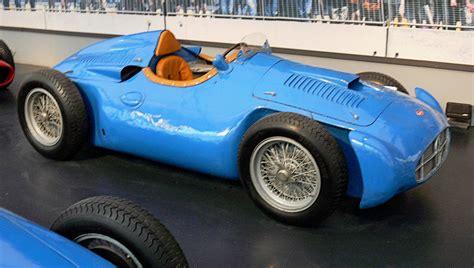 La bugatti type 251 est une monoplace de formule 1 du constructeur automobile français bugatti, construite en deux exemplaires en 1955 et 1956. Bugatti Type 251 — Wikipédia