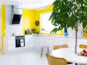 idee decoration cuisine le charme de la cuisine scandinave With idee deco cuisine avec tapis jaune scandinave