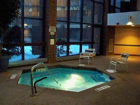 hotels with tubs in ct pool picture of hartford marriott farmington farmington