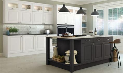 cuisine trop cuisine gris anthracite 56 idées pour une cuisine chic