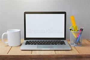 Laptop Mit Office Paket : laptop with white screen mock up template office desk ~ Lizthompson.info Haus und Dekorationen