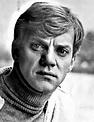 File:Malcolm McDowell - 1977.jpg - Wikipedia