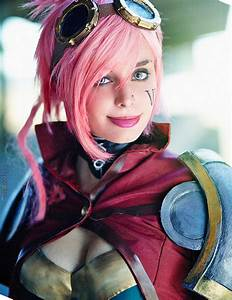 Vi from League of Legends - Daily Cosplay .com
