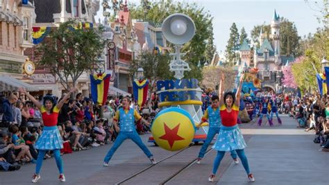 disneyland parades guide  route  viewing
