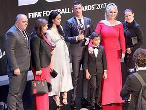 Cristiano Ronaldos Girlfriend Finally Reveals Baby Bump