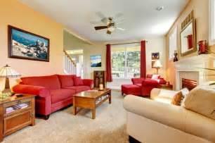 wohnideen roten sofa 115 schöne ideen für wohnzimmer in beige