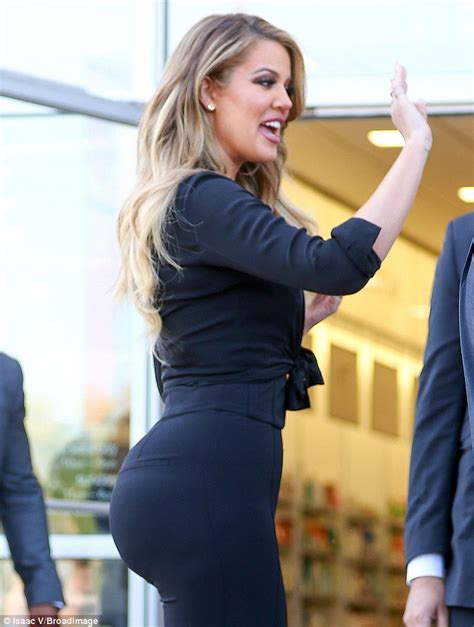 Big Booty Exercises At Gym by Khloe Kardashian Squats 100lb During Booty Workout At The