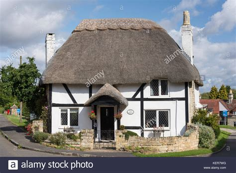 Thatched Cottage by Warwickshire Thatched Cottage Stock Photos Warwickshire