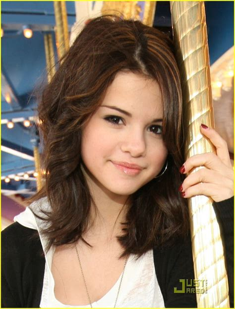 adorable selena gomez hairstyles icluding