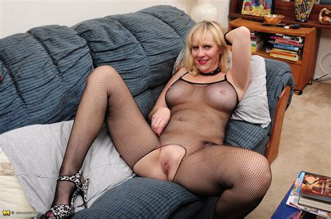 Horny blonde American housewife.