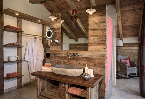Esszimmer Le Altholz by Luxus Chalets Bergdorf Sterr Sun Wood By Stainer