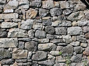 Mur En Moellon : mur pierres apparentes entretenir mur en pierre conseils ~ Dallasstarsshop.com Idées de Décoration