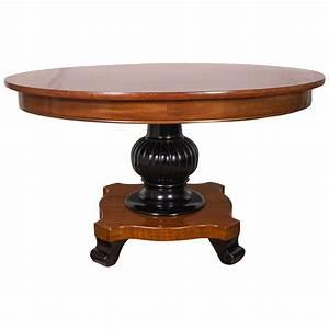 Vintage antigua pedestal coffee table at 1stdibs for Round pedestal coffee table antique