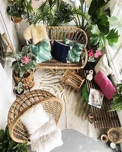 gemutlicher balkon mit pflanzen fellen und korbmobeln With ideen für den balkon
