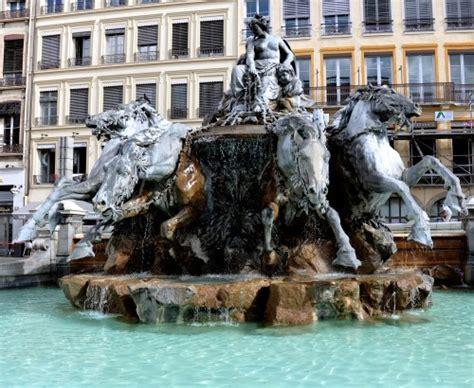 une restauration historique la fontaine bartholdi à lyon