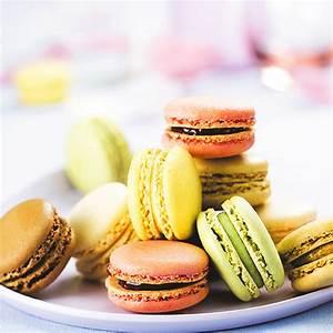 Assortiment de macarons 12 pieces for Les couleurs chaudes et froides 14 assortiment de macarons 12 piaces