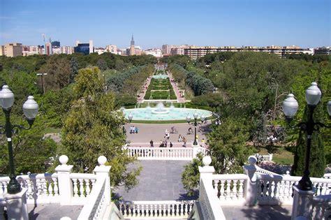 Zaragoza, city, capital of zaragoza provincia (province), in central aragon comunidad autónoma (autonomous community), northeastern spain. There's no beach in Zaragoza, but 'Las Playas'! | Erasmus ...