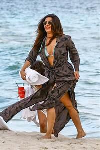 priyanka-chopra-on-the-beach-in-miami-beach-05-14-2017-26 ...