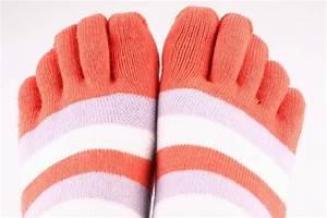 Лечить грибок на ногтях ног