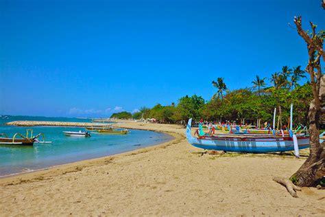 pantai  bali  menjadi tujuan wisatawan wisata