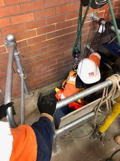 operate breathing apparatus  undertake confined space