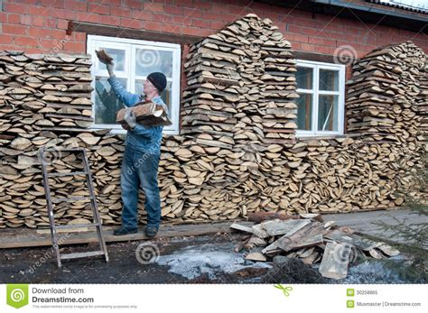 Holz Dekorativ Stapeln by Stacking Firewood Stock Image Image Of Rural