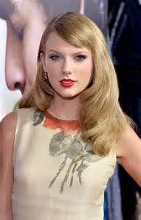 "Taylor Swift Wears Reem Acra at the ""Romeo & Juliet ..."