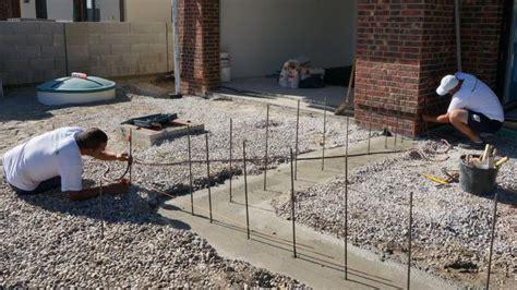 vorbereitung fuer die gartenmauer streifenfundament