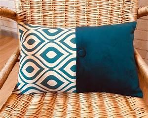 Coussin Velours Bleu Canard : coussin rectangulaire bleu canard et cru nos coussins artist2nature ~ Teatrodelosmanantiales.com Idées de Décoration