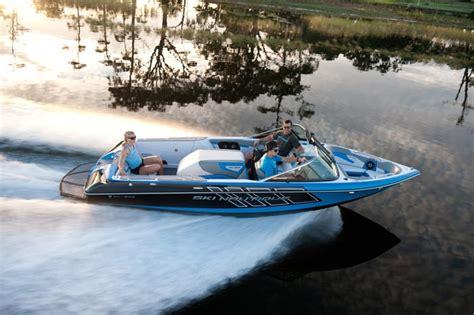 Mastercraft Boats Net Worth by Best 25 Ski Boats Ideas On Boats Wakeboard