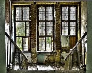 Blick Aus Dem Fenster Poster : blick aus dem fenster altes psychiatrisches krankenhaus gro rner foto bild architektur ~ Markanthonyermac.com Haus und Dekorationen