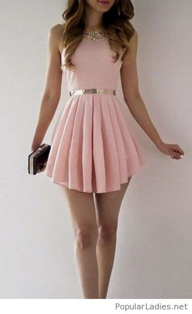 Amazing short light pink dress with gold accessories