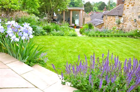 Cottingham cottage garden - StyleSeed