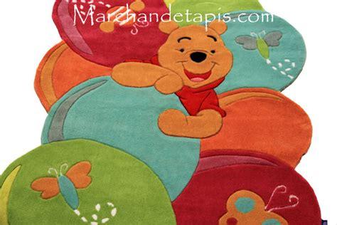 tapis de chambre winnie l ourson tapis enfant winnie l 39 ourson 115x168cm tapis enfant