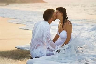 Romantic Beach Couple Kiss Background Desktop Kissing