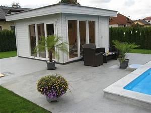 Gartenhaus Mit überdachter Terrasse : stylisches flachdach gartenhaus mit einer mediterranen terrasse am pool da kommt ~ One.caynefoto.club Haus und Dekorationen