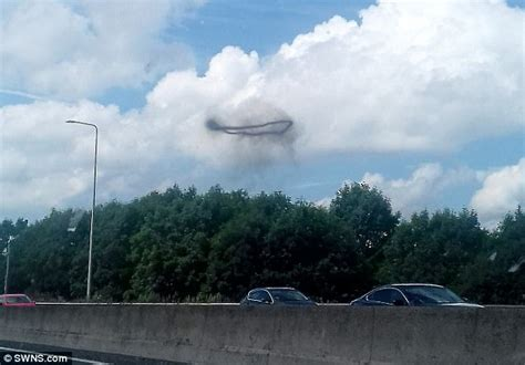 Mysterious ring-shaped UFO appears above the M62 | Daily ...