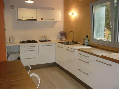 bandeau cuisine fenetre bandeau cuisine audessus des meubles hauts placer des spots sur tiges qui clairent