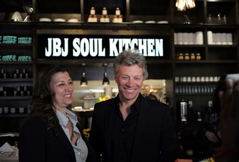 Bon Jovi Opens Hunger Center Near Home Daily Mail Online
