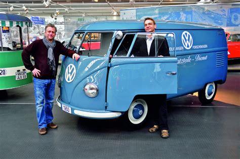 volkswagen bulli 1950 volkswagen zeigt bulli aus dem ersten baujahr auto