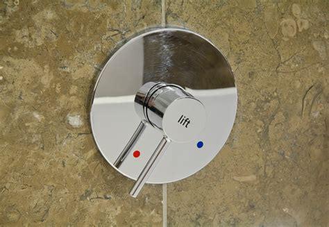 Mischbatterie Wechseln Kosten by Mischbatterie In Der Dusch Tropft 187 Was K 246 Nnen Sie Tun