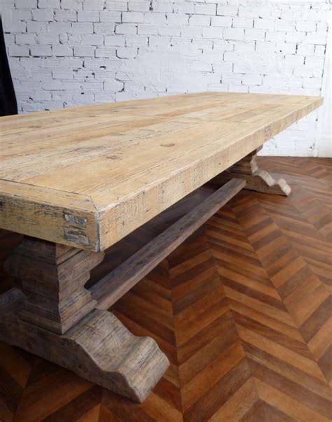 chambre couvent grande et table de ferme monastère en bois brut