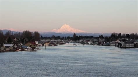 Living On A Boat Oregon by Waterfront Living With House Boats With Mount Along