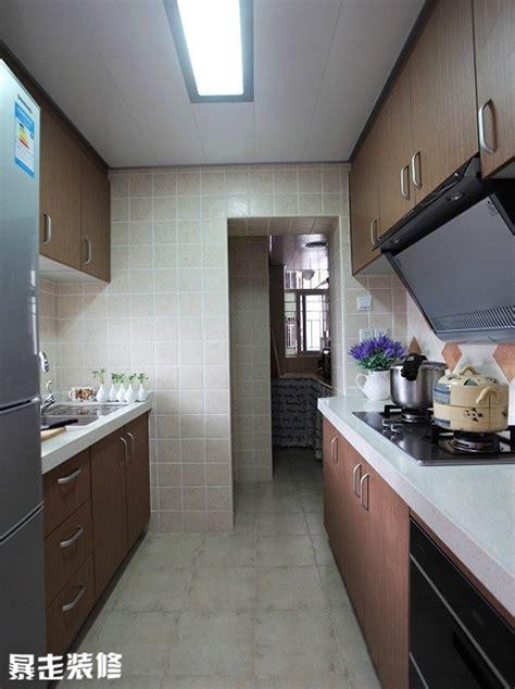 rectangle shaped kitchen design 一字型长条厨房装修效果图 两侧是橱柜 中间是过道 暴走装修效果图 4539