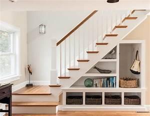 rangement sous escalier ouvert elegant paniers tresses et With idee deco sous escalier