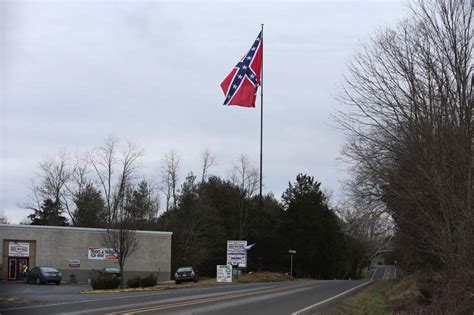 flaggers  attempt  raise giant confederate battle